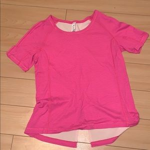 Excellent condition lulu T-shirt size 8💗